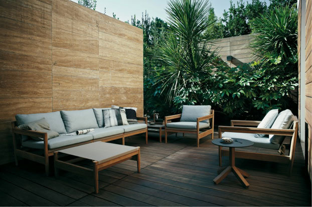 Tropical atmosphere with teak garden furniture