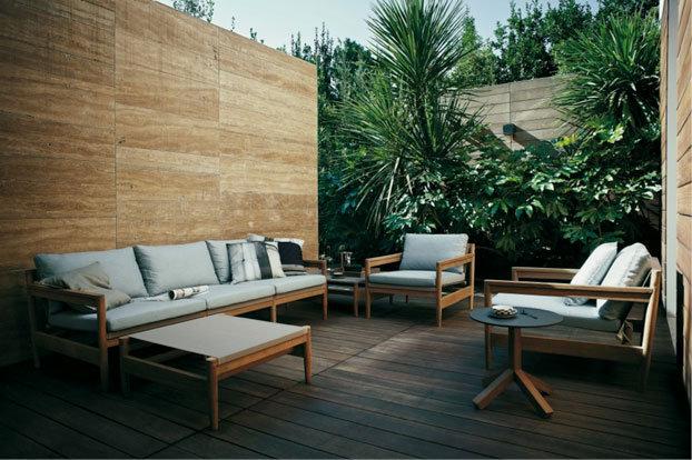 Tropical atmosphere with teak garden furniture