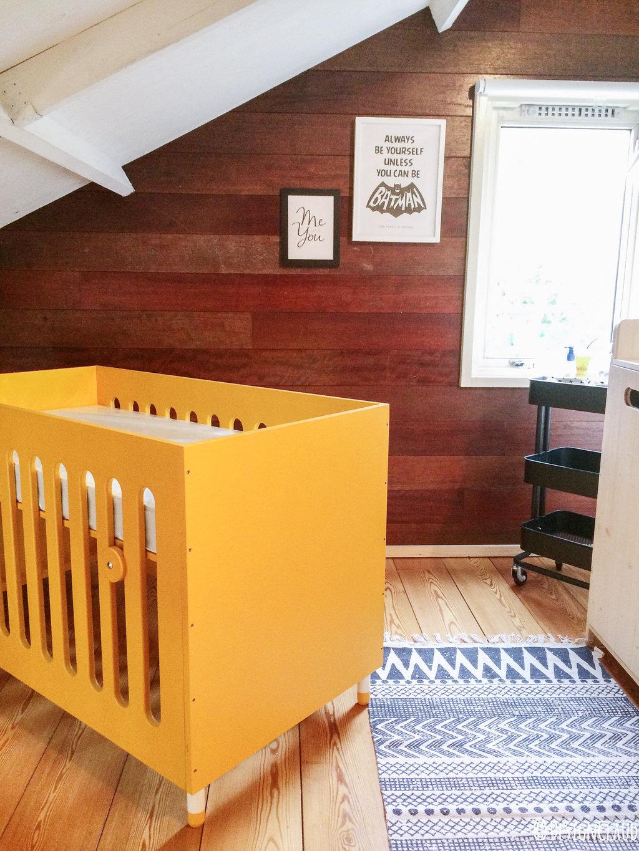 Babykamer ideeën: De babykamer in het zwart + wit + okergeel